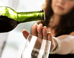Можно ли пить алкоголь при геморрое — насколько они совместимы